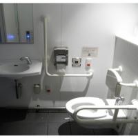 川崎駅東口公衆トイレ / 川崎站东口公厕