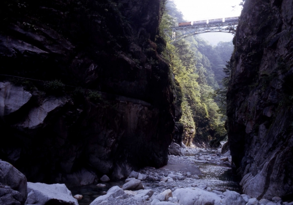 Kurobe Gorge Railway / 黒 部 峡谷 鉄 道