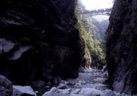 Estrada de ferro do desfiladeiro de Kurobe / 黒 部 峡谷 鉄 道